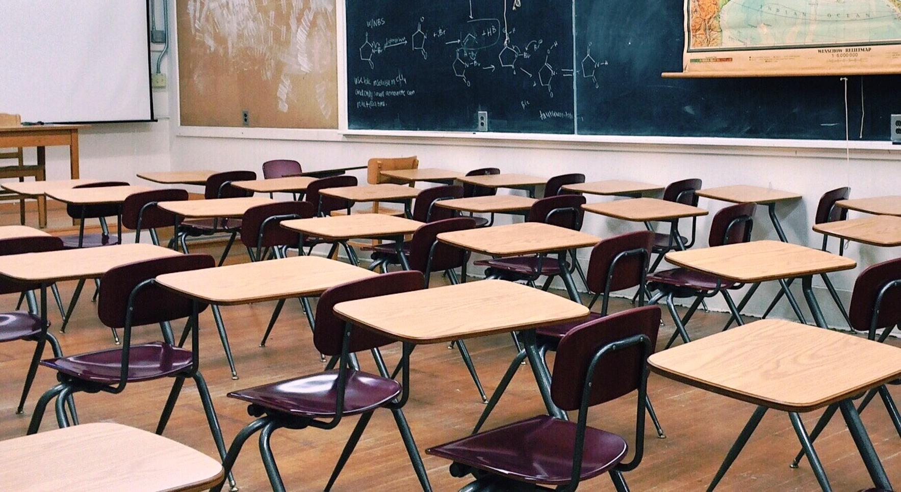 Буџетских пара за образовање више, али ђака све мање