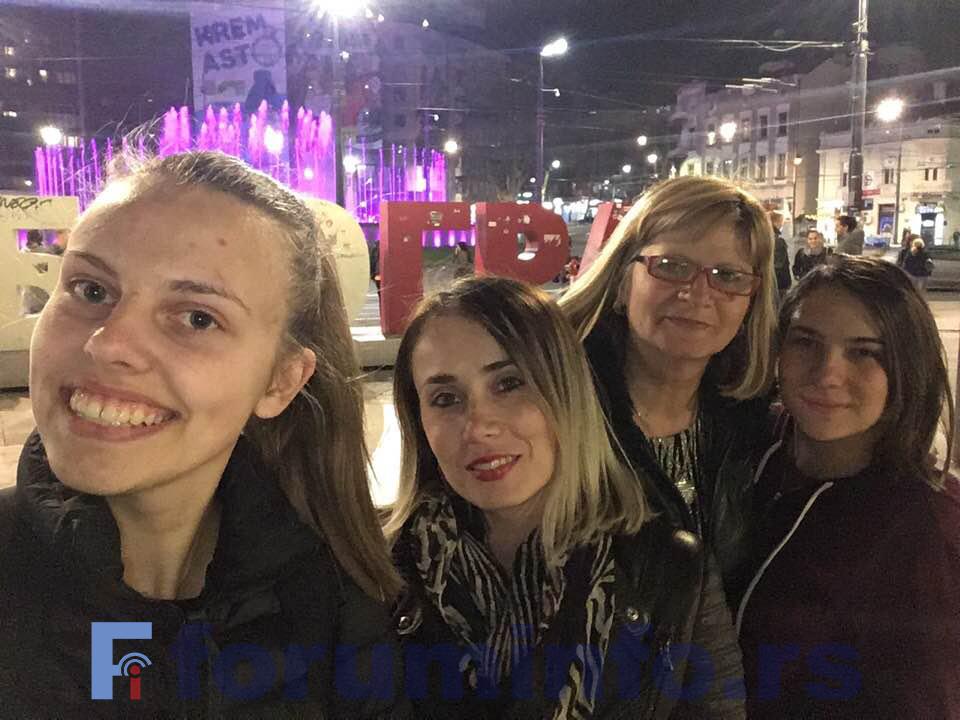 Надира Хурић и Ријалда Бајpактаревић представљају Пријепољску гимназију на републичком такмичењу из страних језика