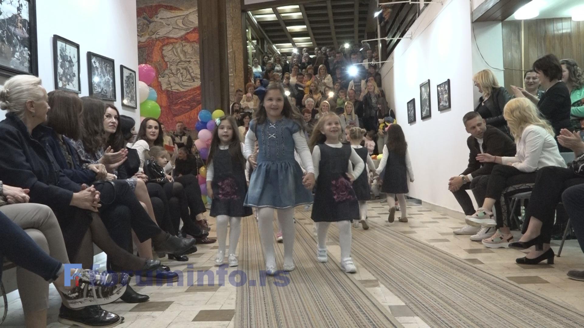 На модној ревији ђаци Техничке школе показали свој таленат