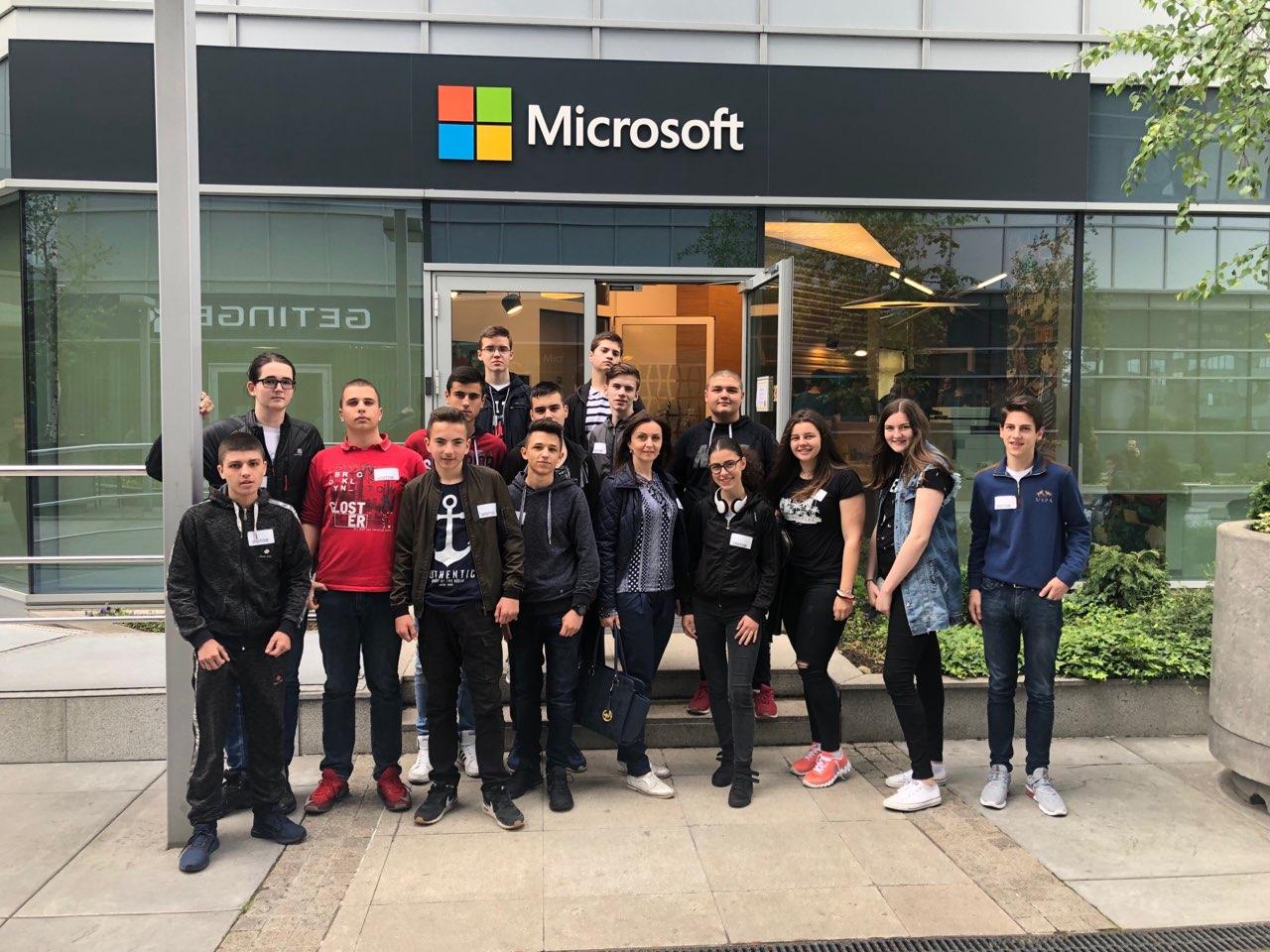 """Рачунарско одељење из Пријепоља посетило """"Microsoft"""" у Београду"""