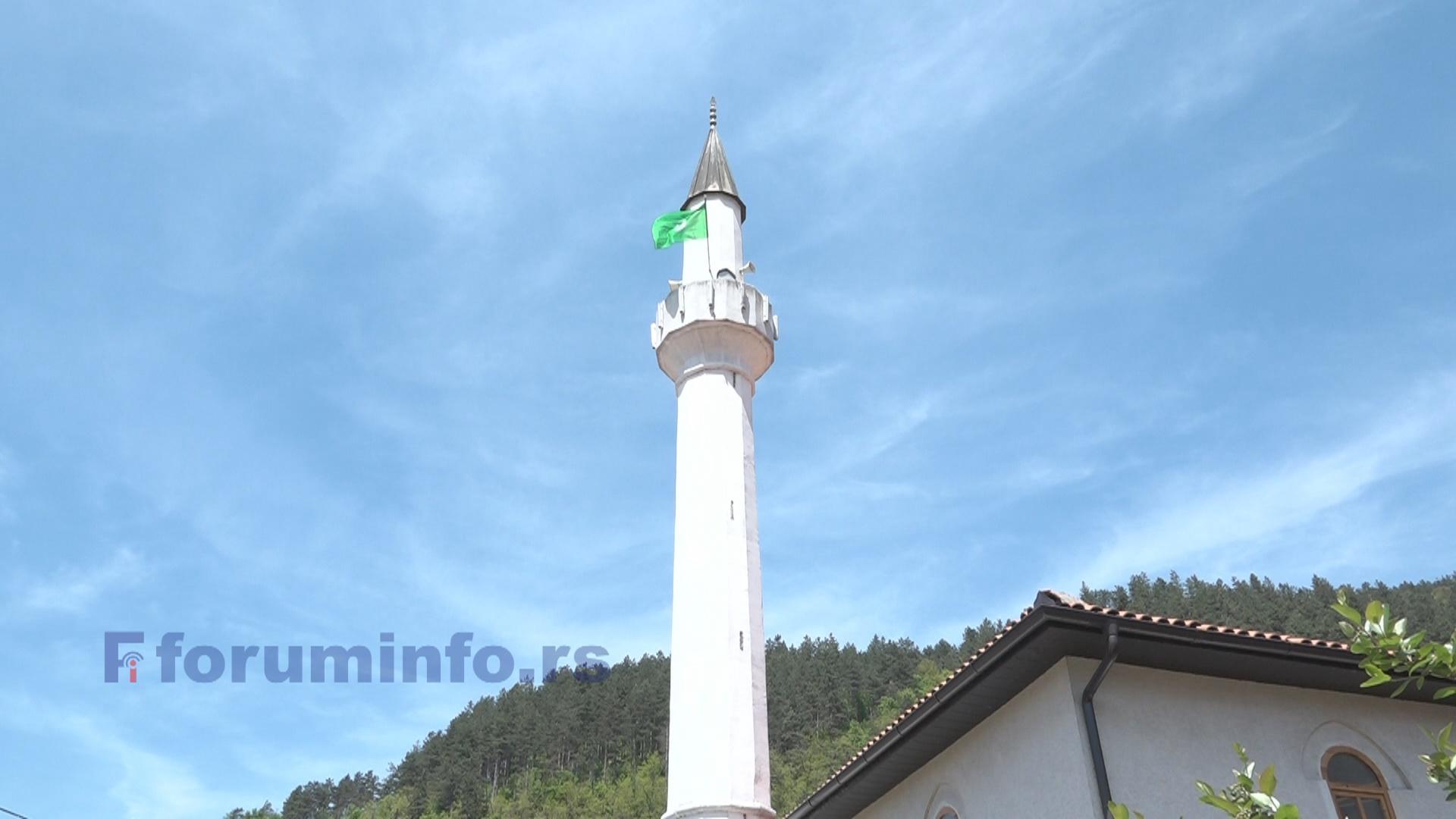 Исламски верници и вернице прослављају Бајрам