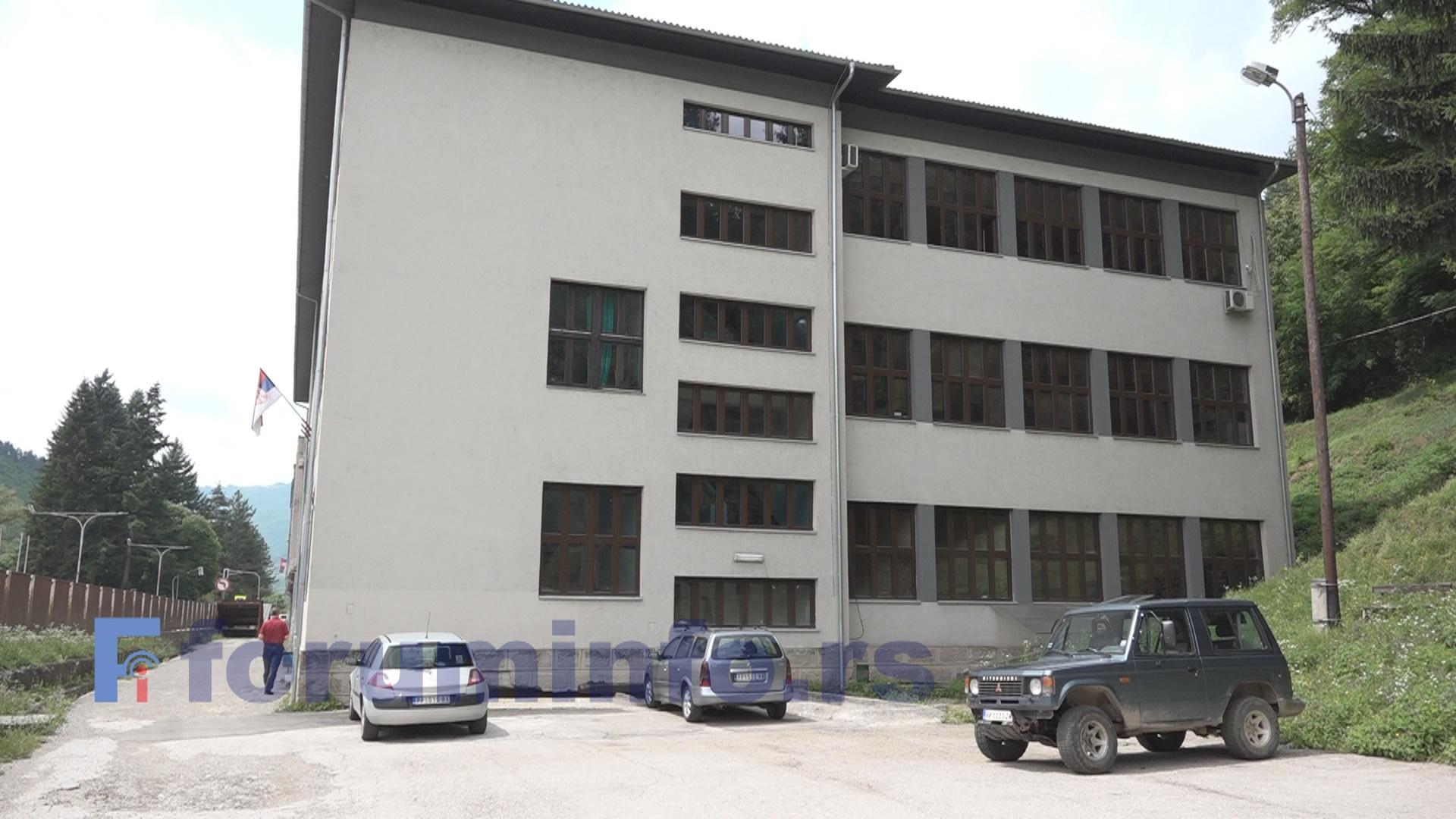 Техничка школа у Пријепољу током лета планира сређивање и асфалтирање дворишта