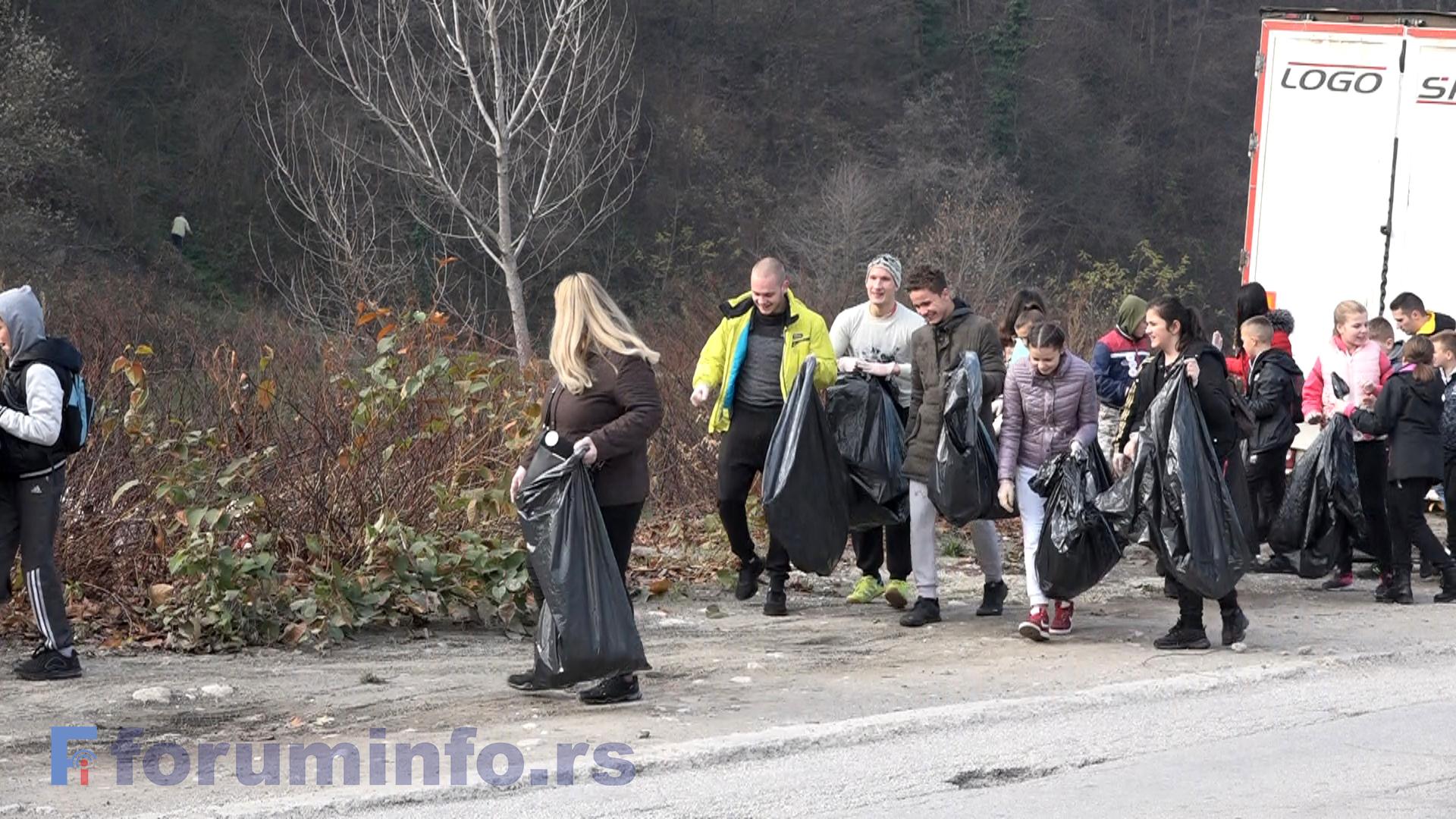 Стотинак волонтера и волонтерки учествовало у акцији чишћења Пријепоља