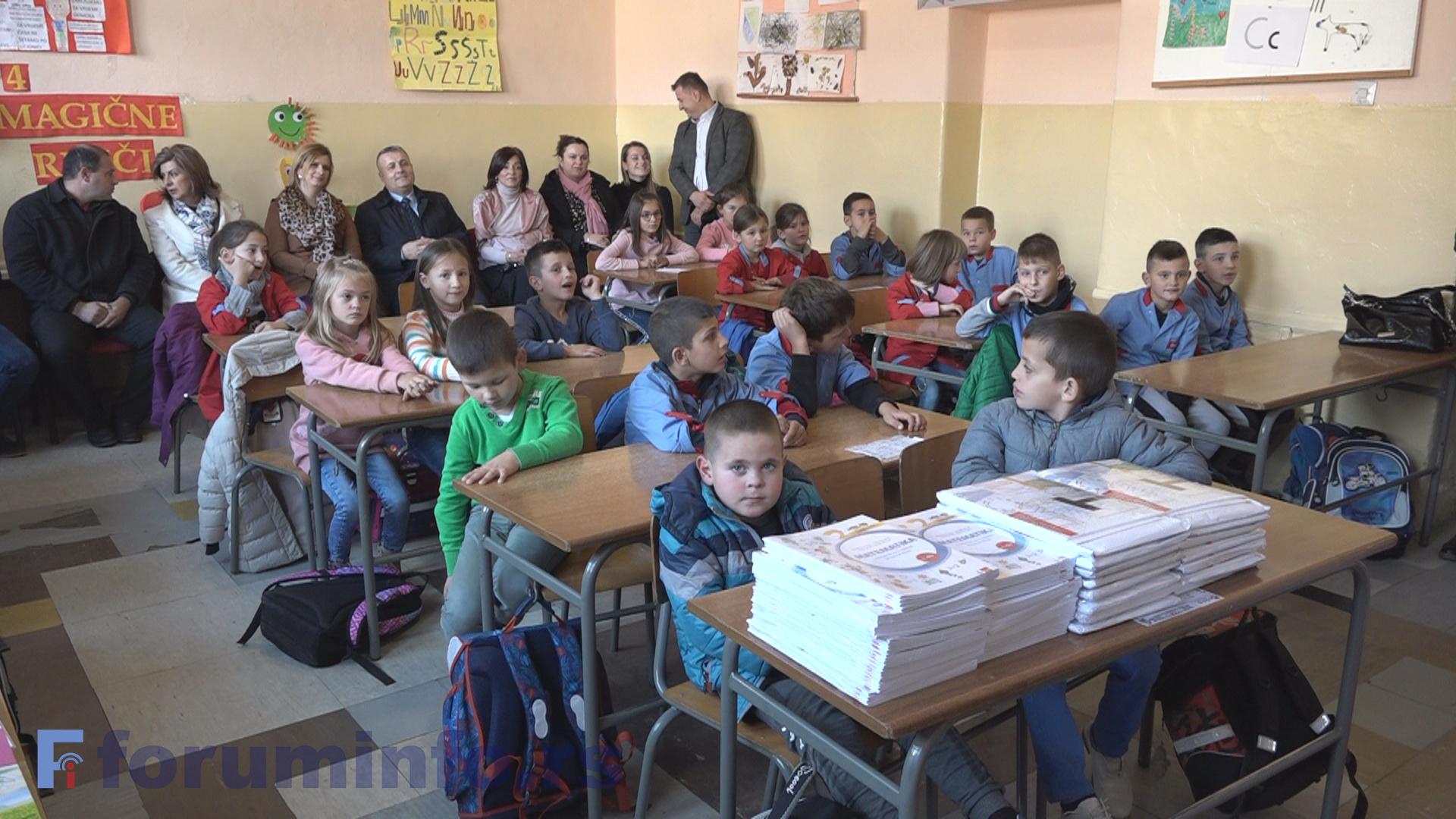 Стигли уџбеници за ђаке у Бродареву који наставу похађају на босанском језику