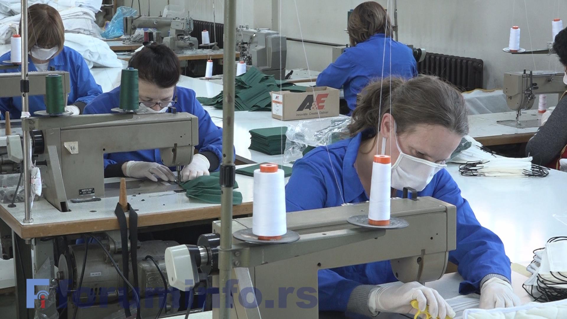 """Пријепољски """"Стилекс"""" производи заштитне маске – Нема зараде, али чувају се радна места"""
