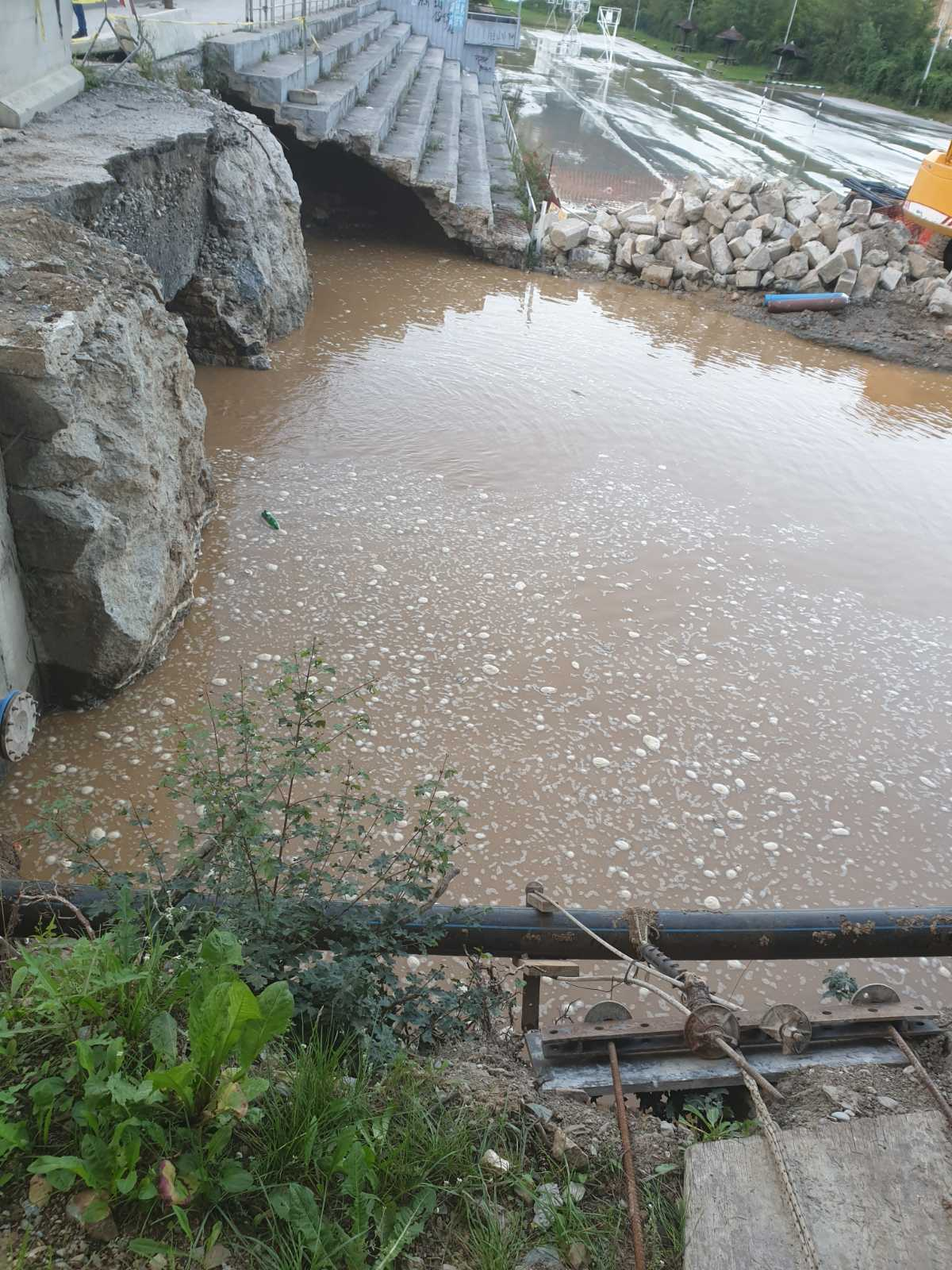 Отклоњен квар на водоводној цеви на мосту у Шарампову