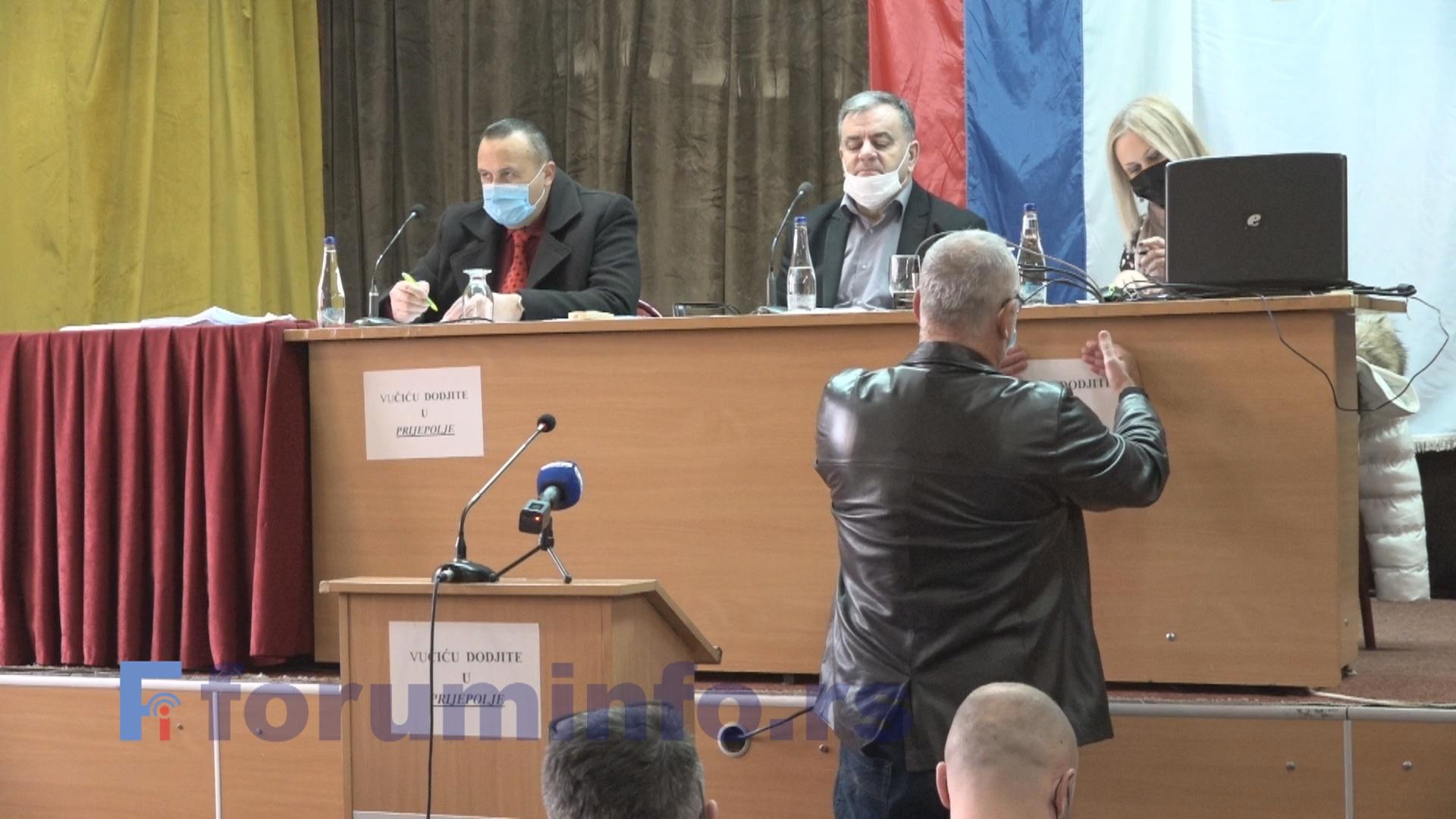 Седница СО Пријепоље: Вучићу, дођи у Пријепоље!