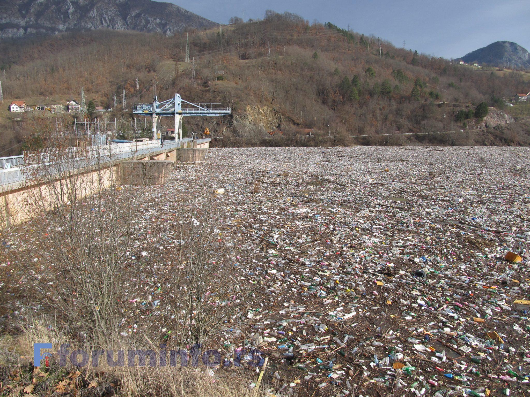 У Министарству заштите животне средине договорено хитно чишћење Потпећког језера