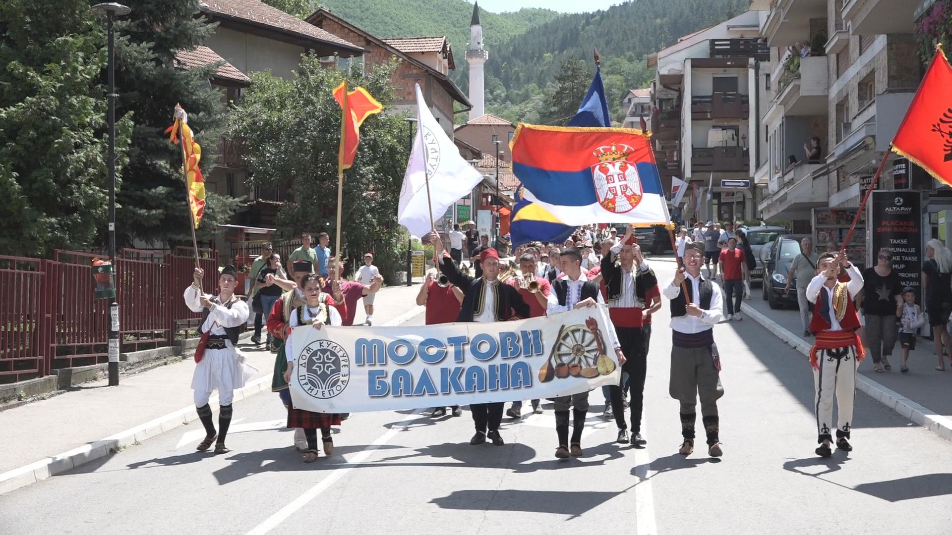 """""""Мостови Балкана"""" – 13. Смотра изворног народног стваралаштва"""