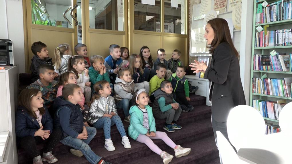 """""""Читам, шарам и прстима стварам"""" – Дечија недеља у Библиотеци """"Вук Караџић"""""""