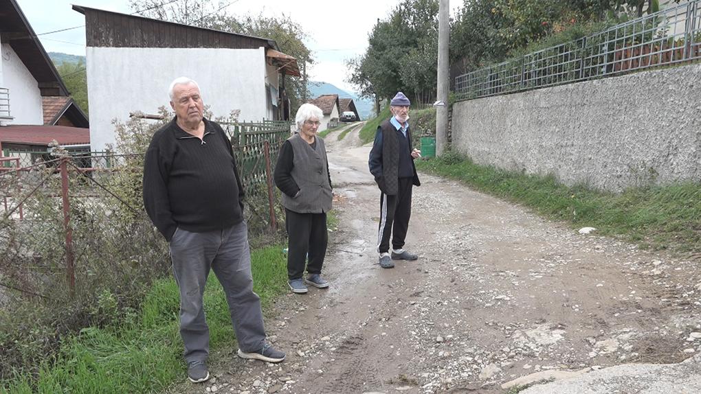 Улица Обрада Човића у Коловрату: Асфалт обећан, блато остало
